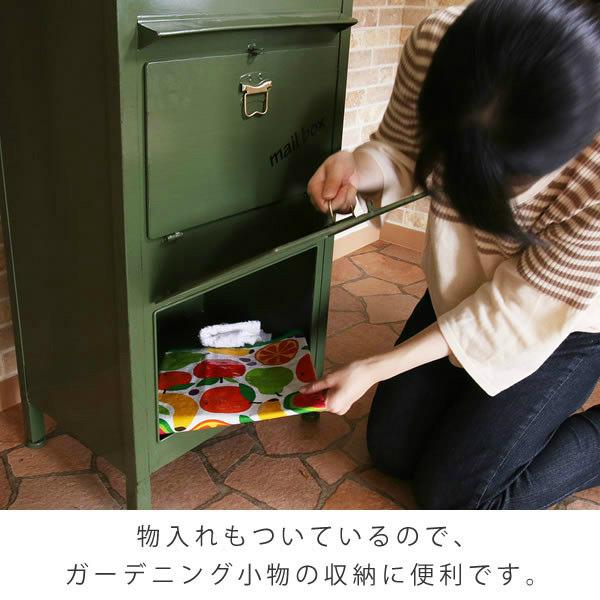 物入れもついているので、ガーデニング小物の収納に便利です