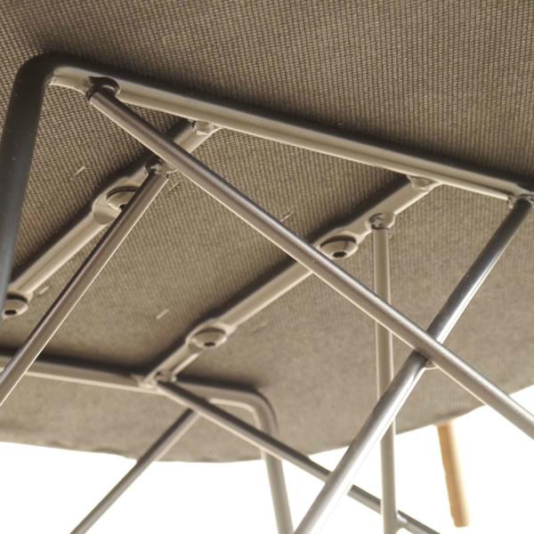 様々なダイニングテーブルに合わせやすいチェア マーブチェア